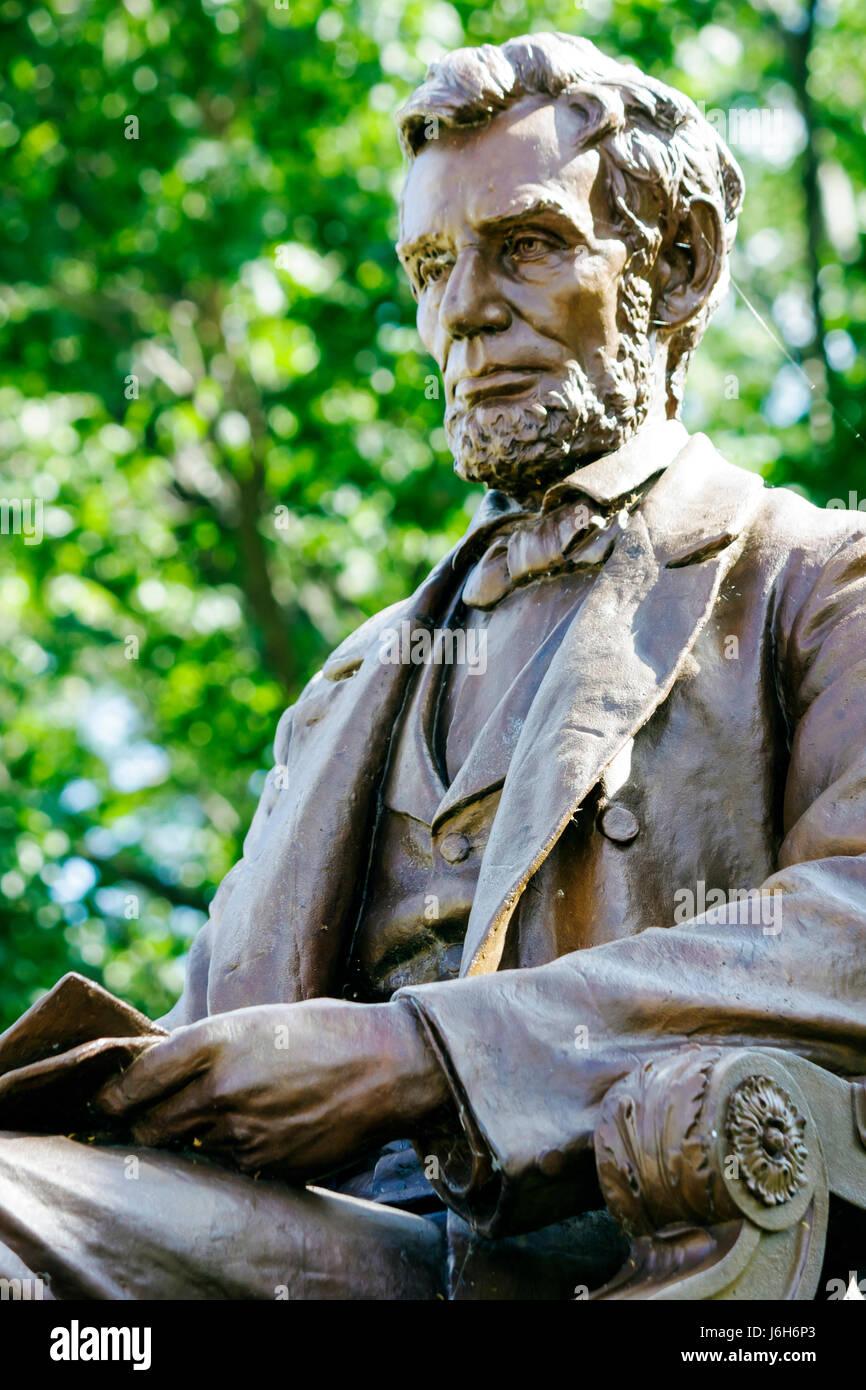 Wisconsin Kenosha Library Park President Abraham Lincoln bronze statue sculptor Charles Henry Niehous commemorate - Stock Image