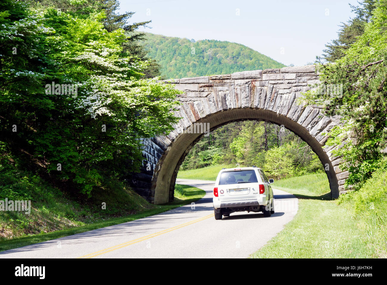 Virginia Roanoke Blue Ridge Parkway Appalachian Mountains stone bridge SUV vehicle - Stock Image