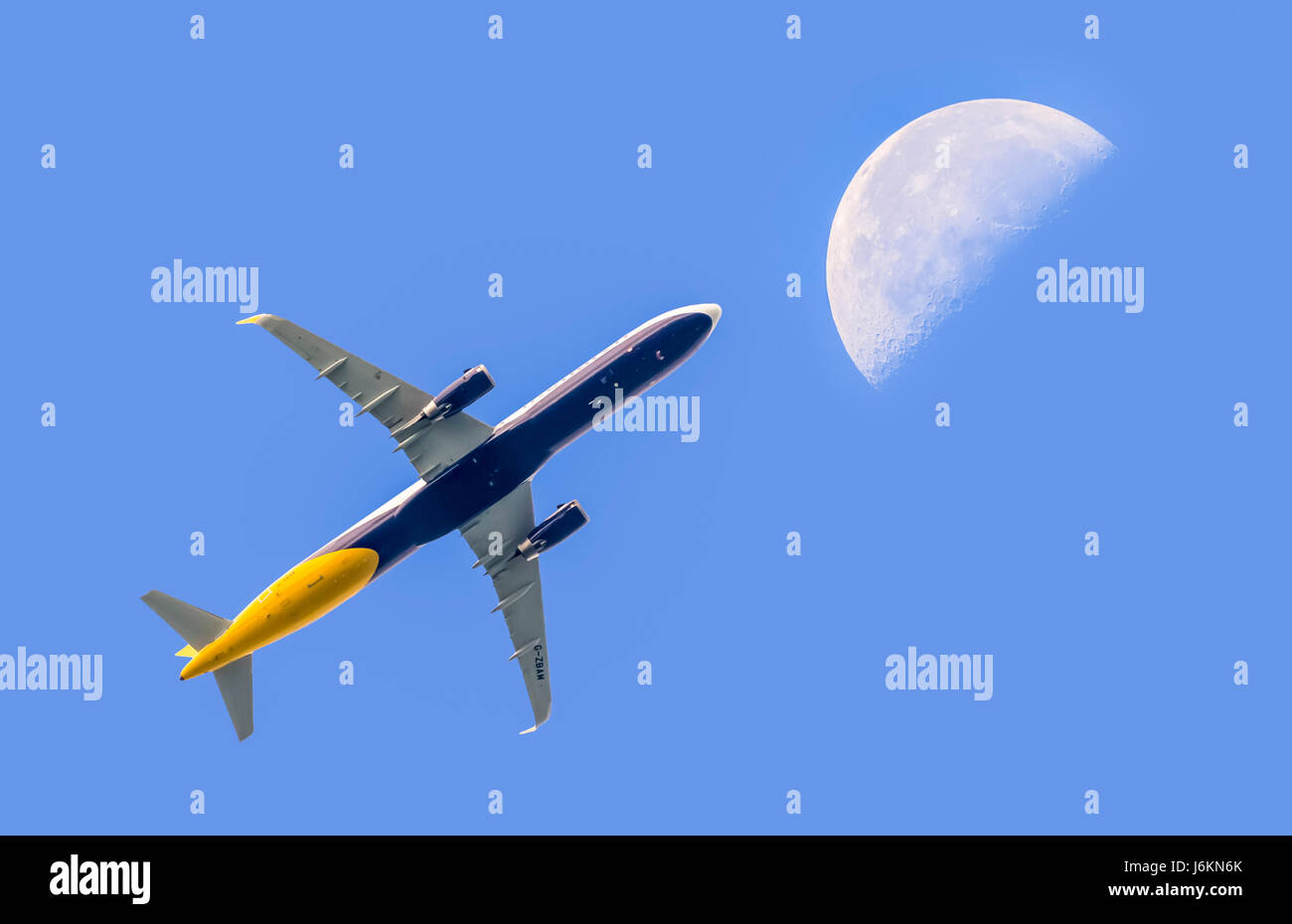 fly-me-to-the-moon-passenger-jet-aeropla
