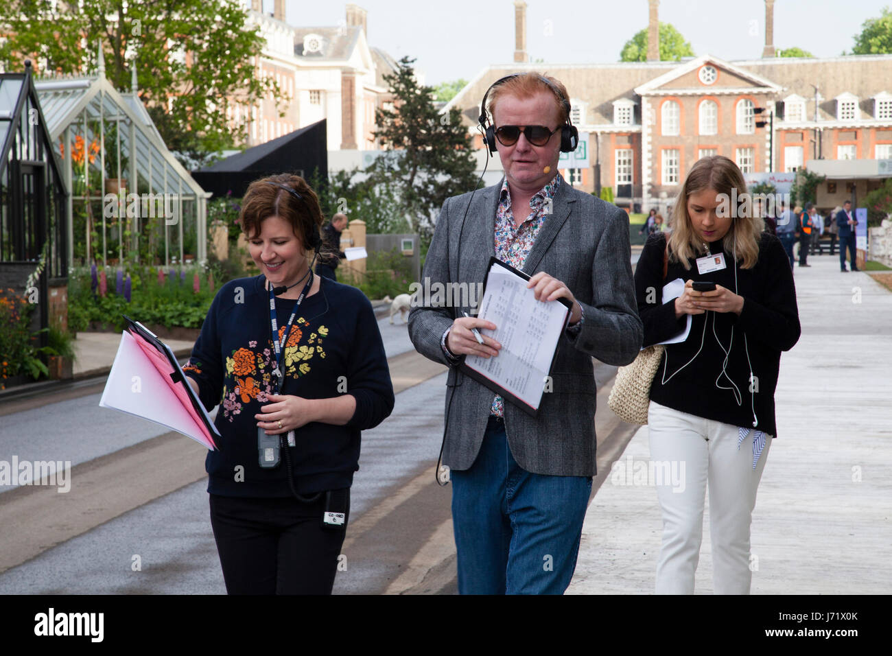 Chelsea Flower Show, London, England, 22nd May 2017. Chris Evans walking and broadcasting his breakfast show live - Stock Image
