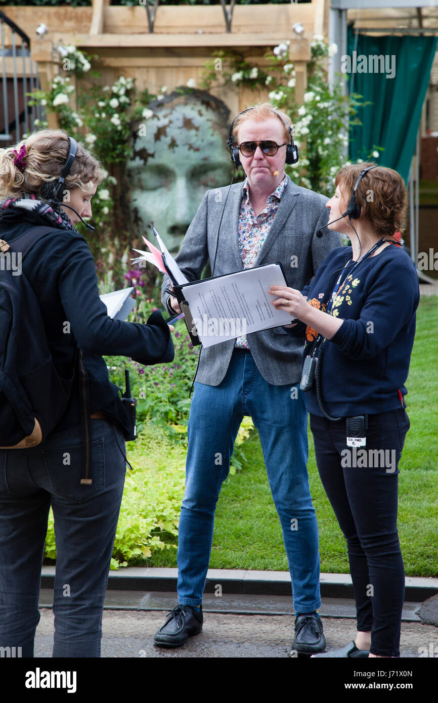 Chelsea Flower Show, London, England, 22nd May 2017. Chris Evans with his team broadcasting his breakfast show live - Stock Image
