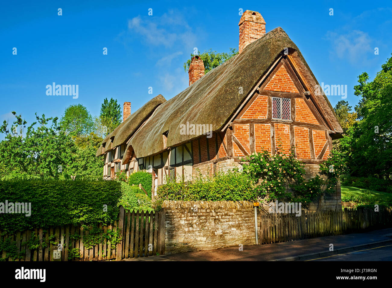 Shottery stock photos shottery stock images alamy - The thatched cottage ...