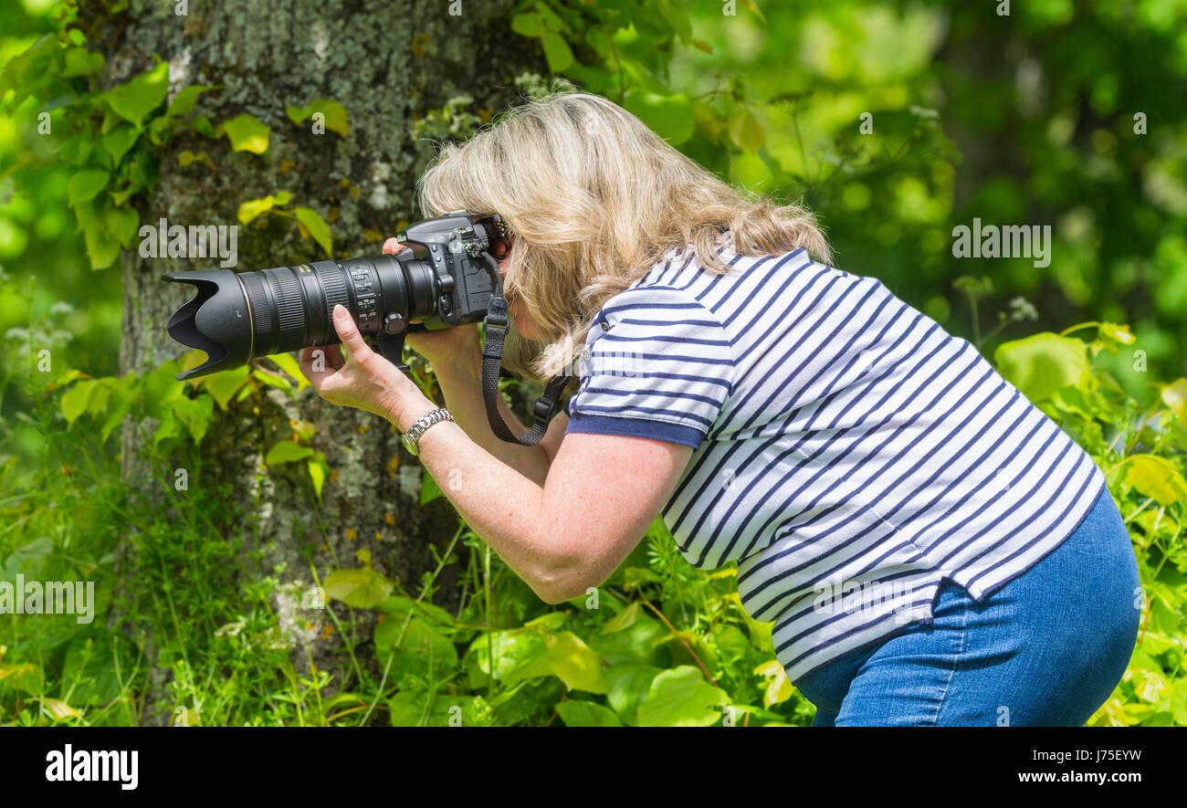 female-photographer-using-a-long-lens-an