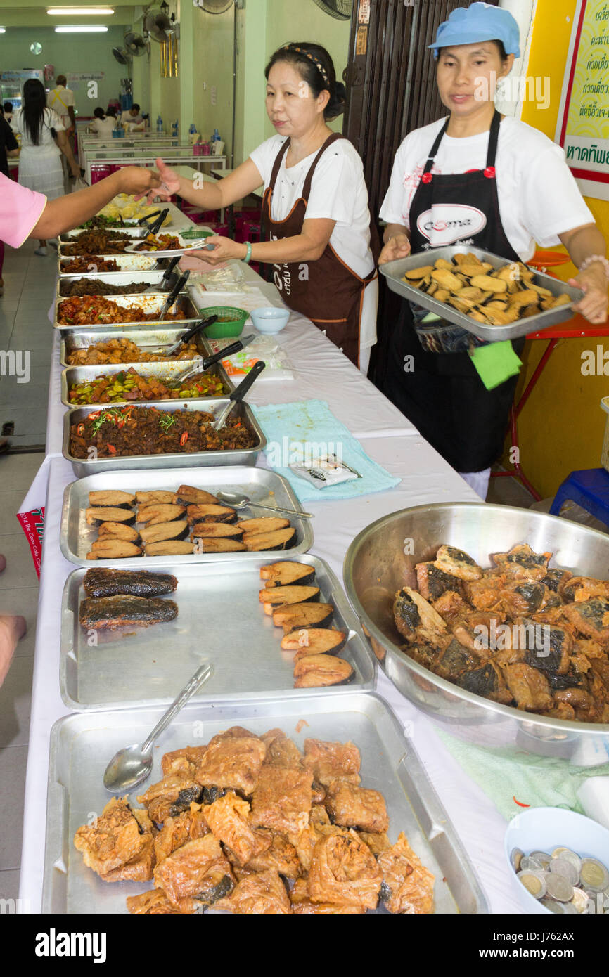 serving-vegetarian-food-at-the-annual-ph