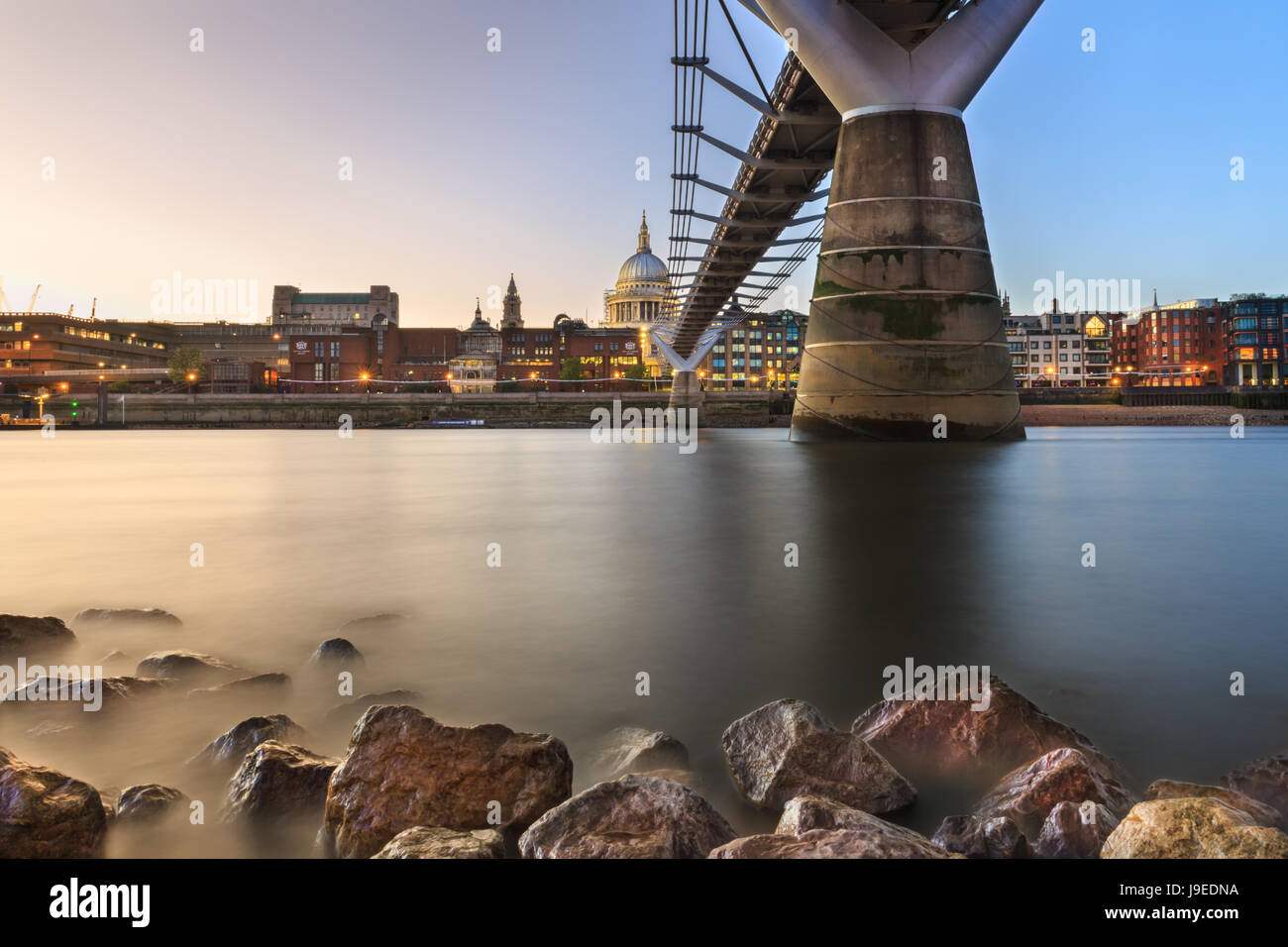 london-sunset-view-across-the-river-thames-millennium-bridge-and-st-J9EDNA.jpg