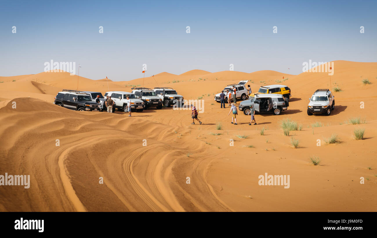 off-roading-with-4x4-near-dubai-in-the-united-arab-emirates-J9M0FD.jpg