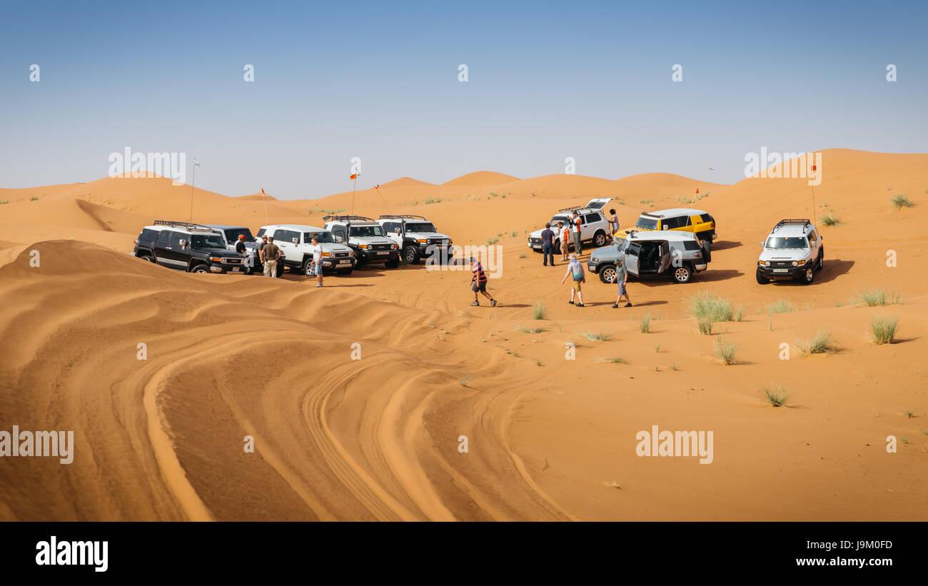off-roading-with-4x4-near-dubai-in-the-united-arab-emirates-J9M0FD.jpg