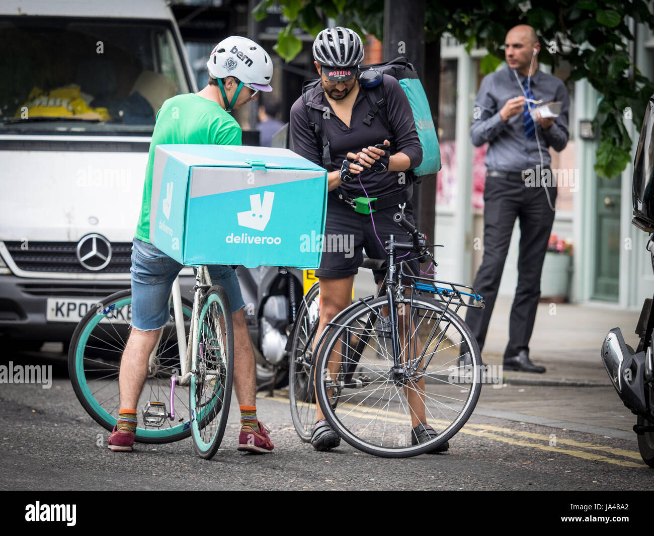 Deliveroo Bike Food Delivery Couriers chat and compare ...