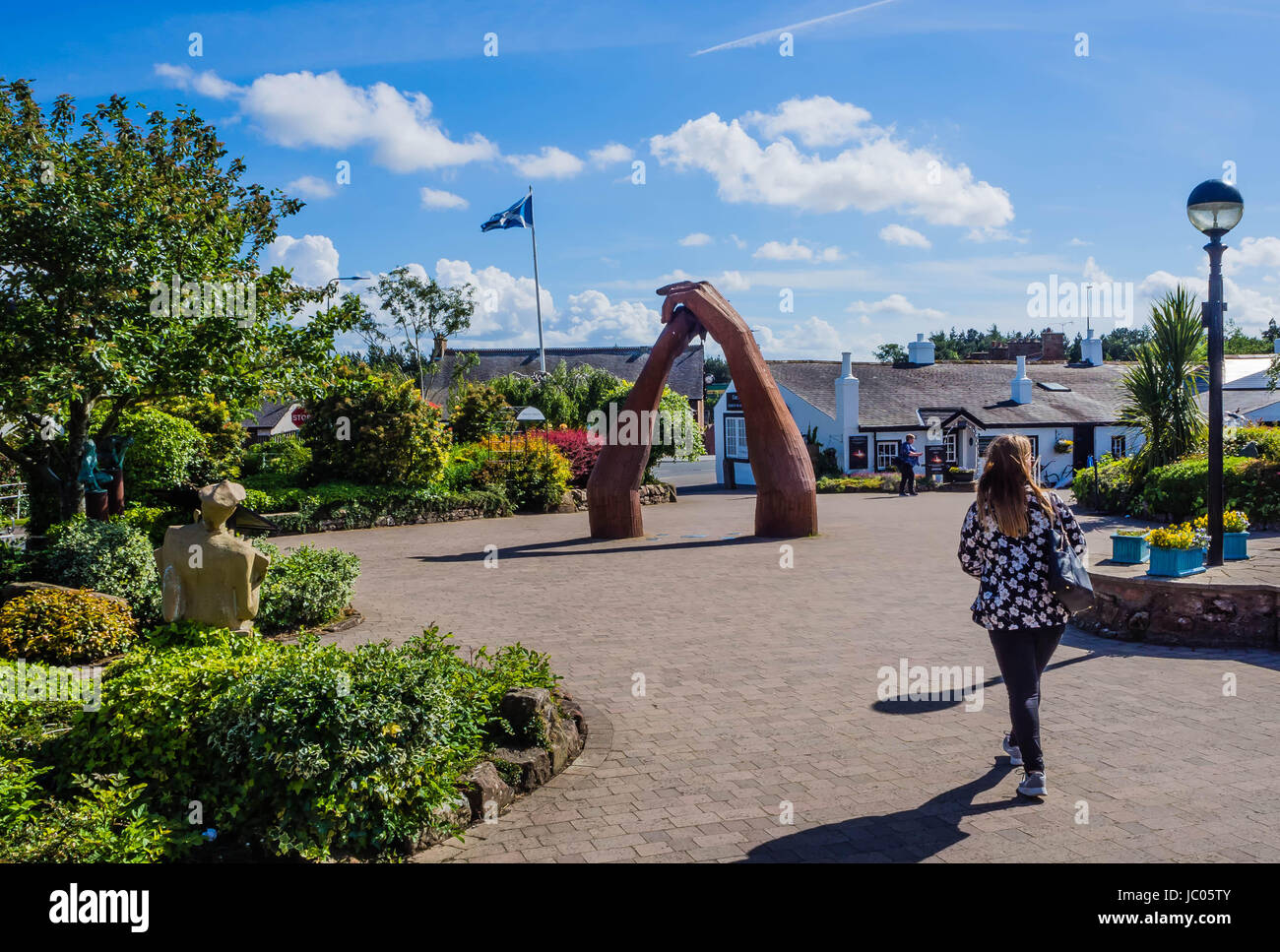 big-dance-sculpture-gretna-green-JC05TY.jpg
