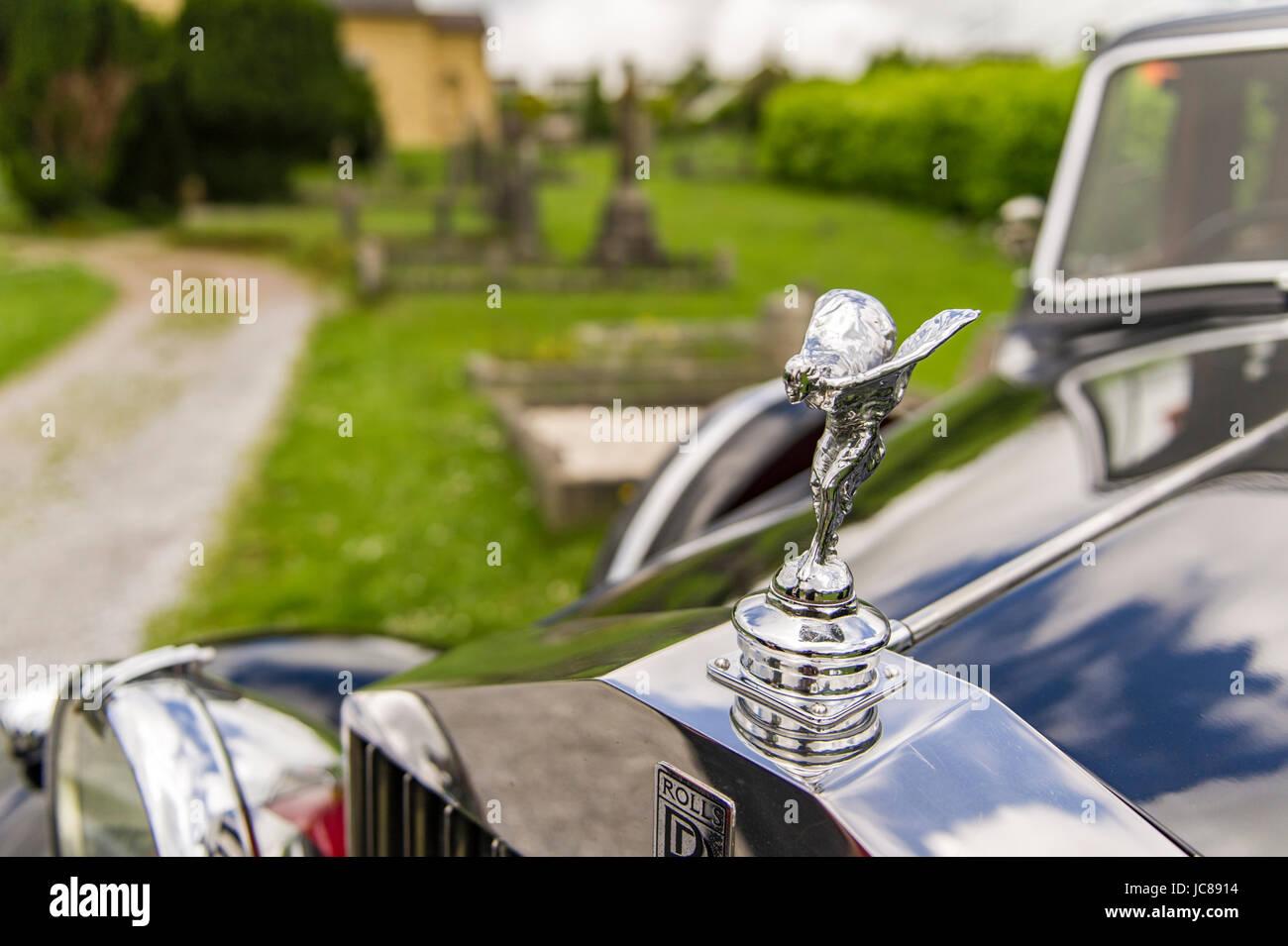 rolls-royce-silver-lady-figurine-on-a-19