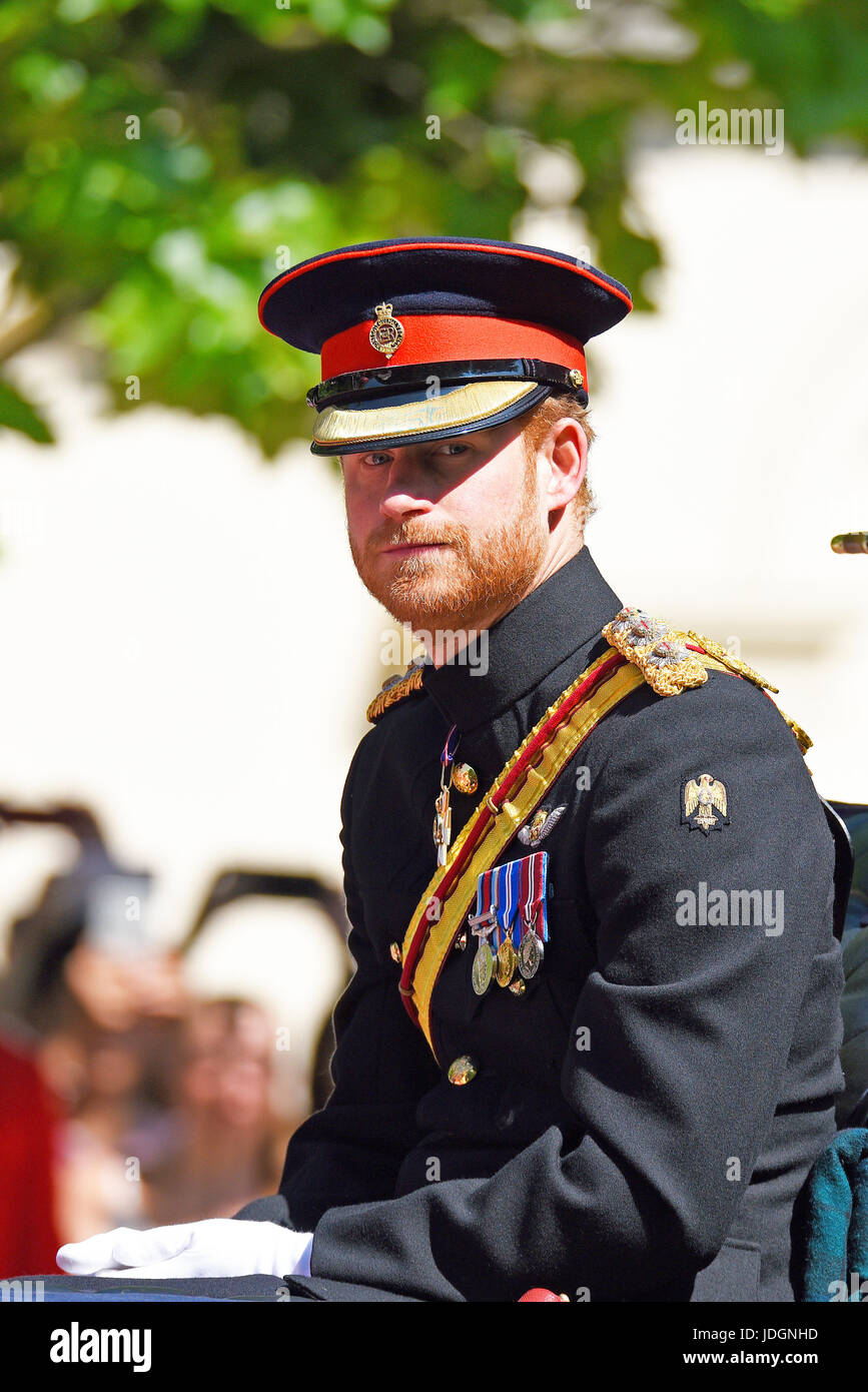 prince-harry-in-his-ceremonial-uniform-at-trooping-the-colour-2017-JDGNHD.jpg