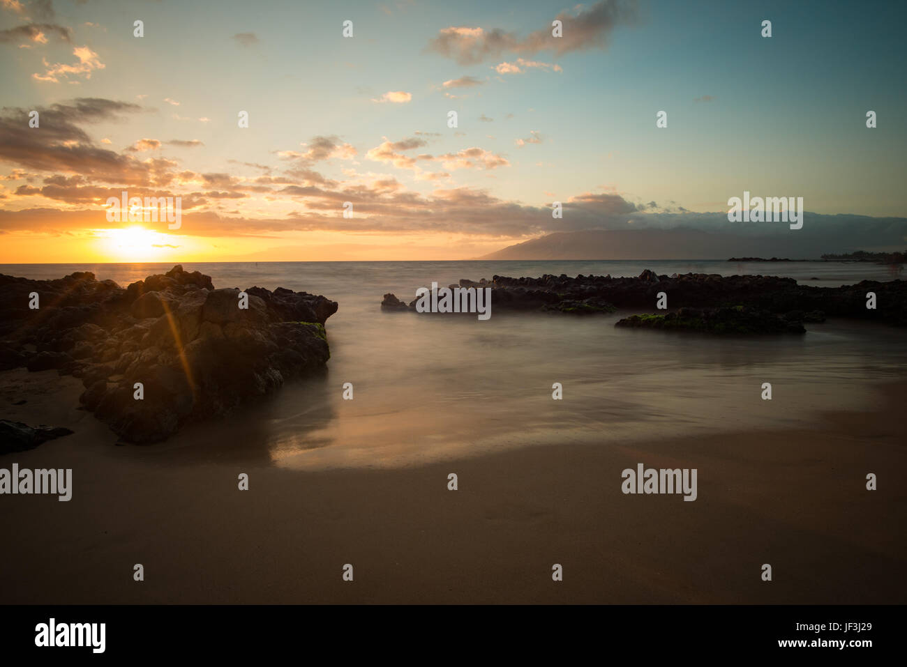 sunset-on-the-kamaole-iii-beach-park-in-