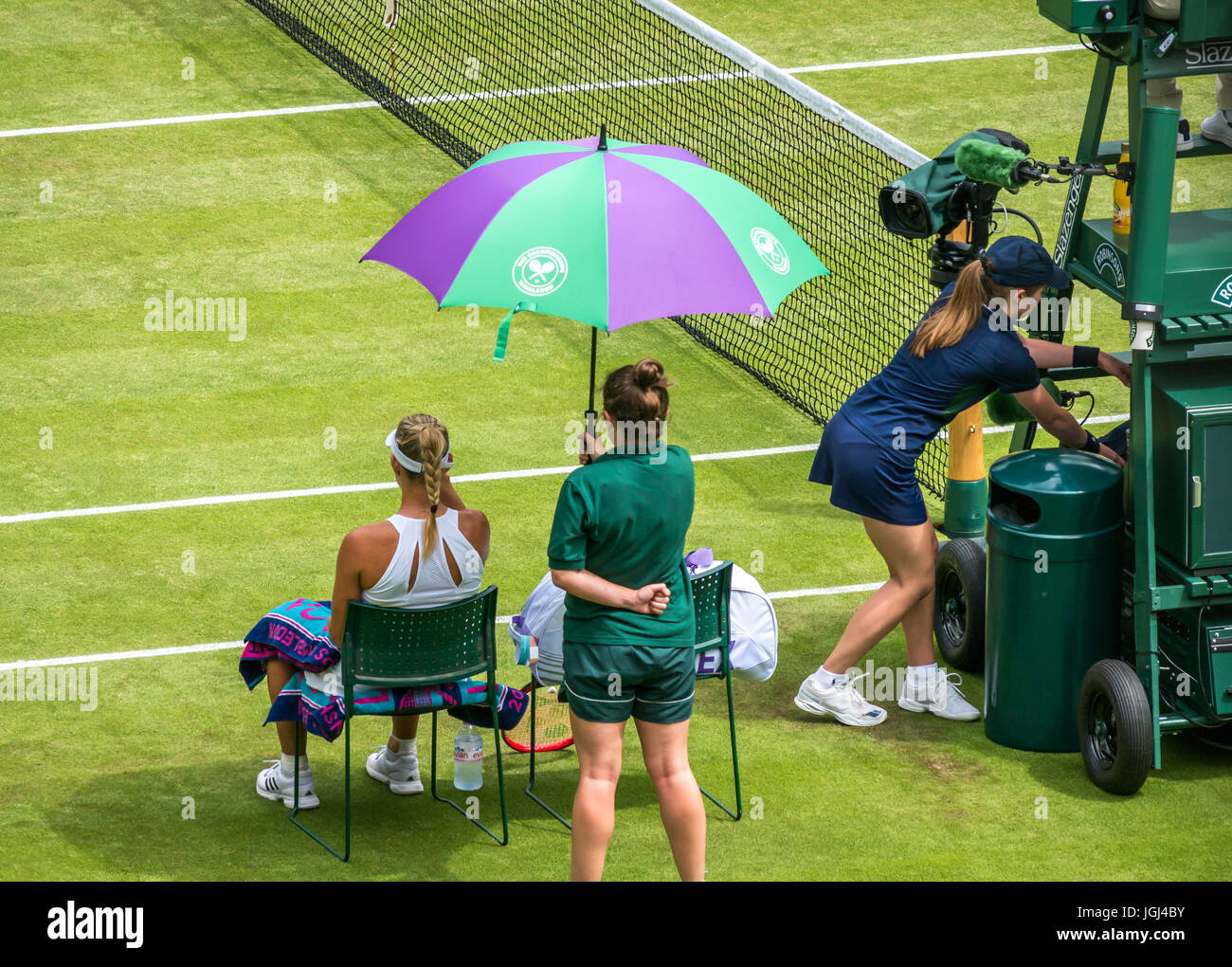 angelique-kerber-with-ground-girl-holdin