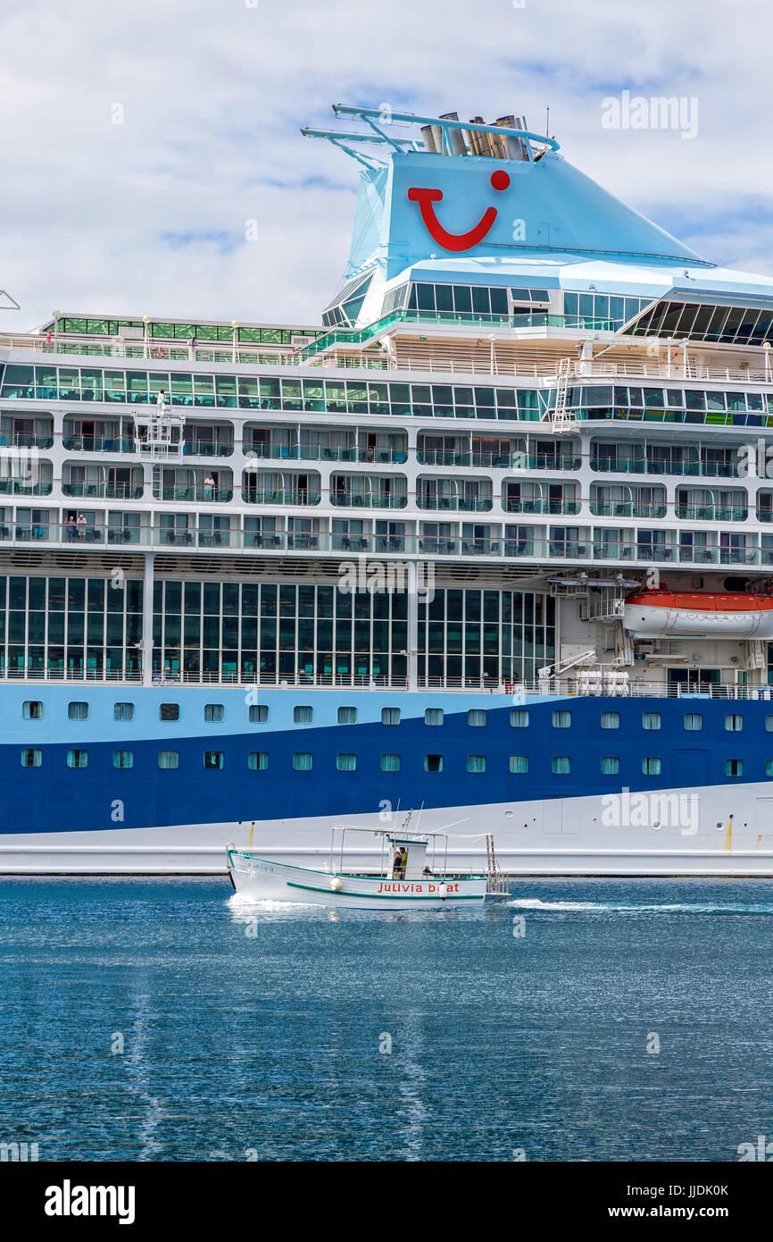 big-cruise-ship-in-harbor-palamos-in-spa