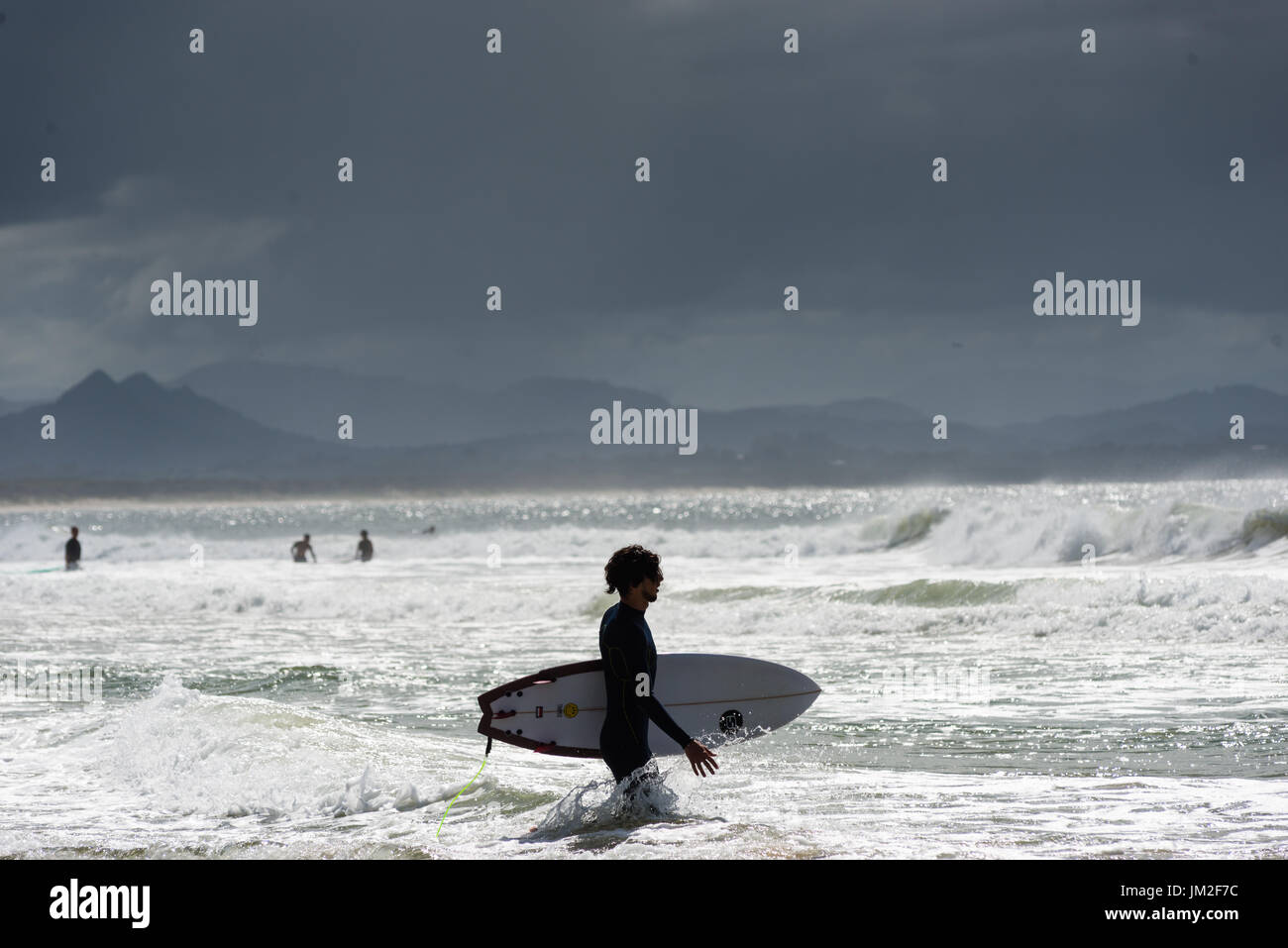 surfing-at-the-wreck-off-belongil-beach-