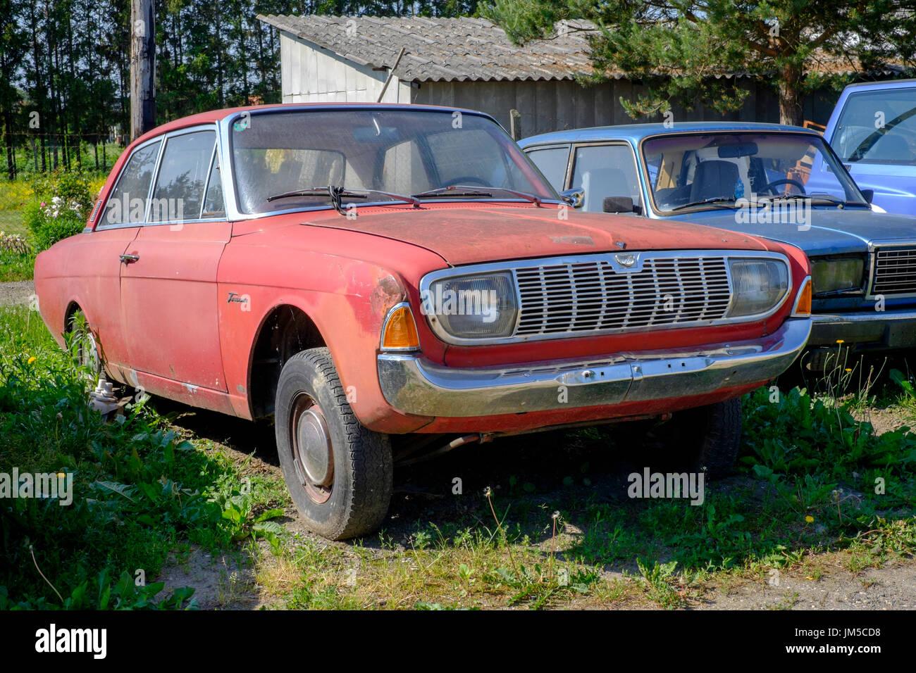 scrapped-car-at-the-edge-of-a-garage-forecourt-zala-county-hungary-JM5CD8.jpg