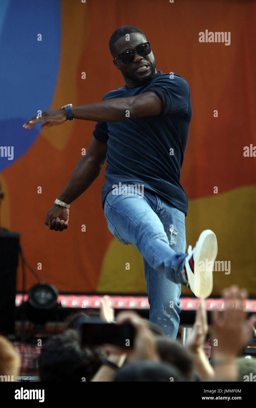 New York, New York, USA. 28th July, 2017. Actor KEVIN HART kicks a beach ball to the audience at 'Good Morning America' Stock Photo