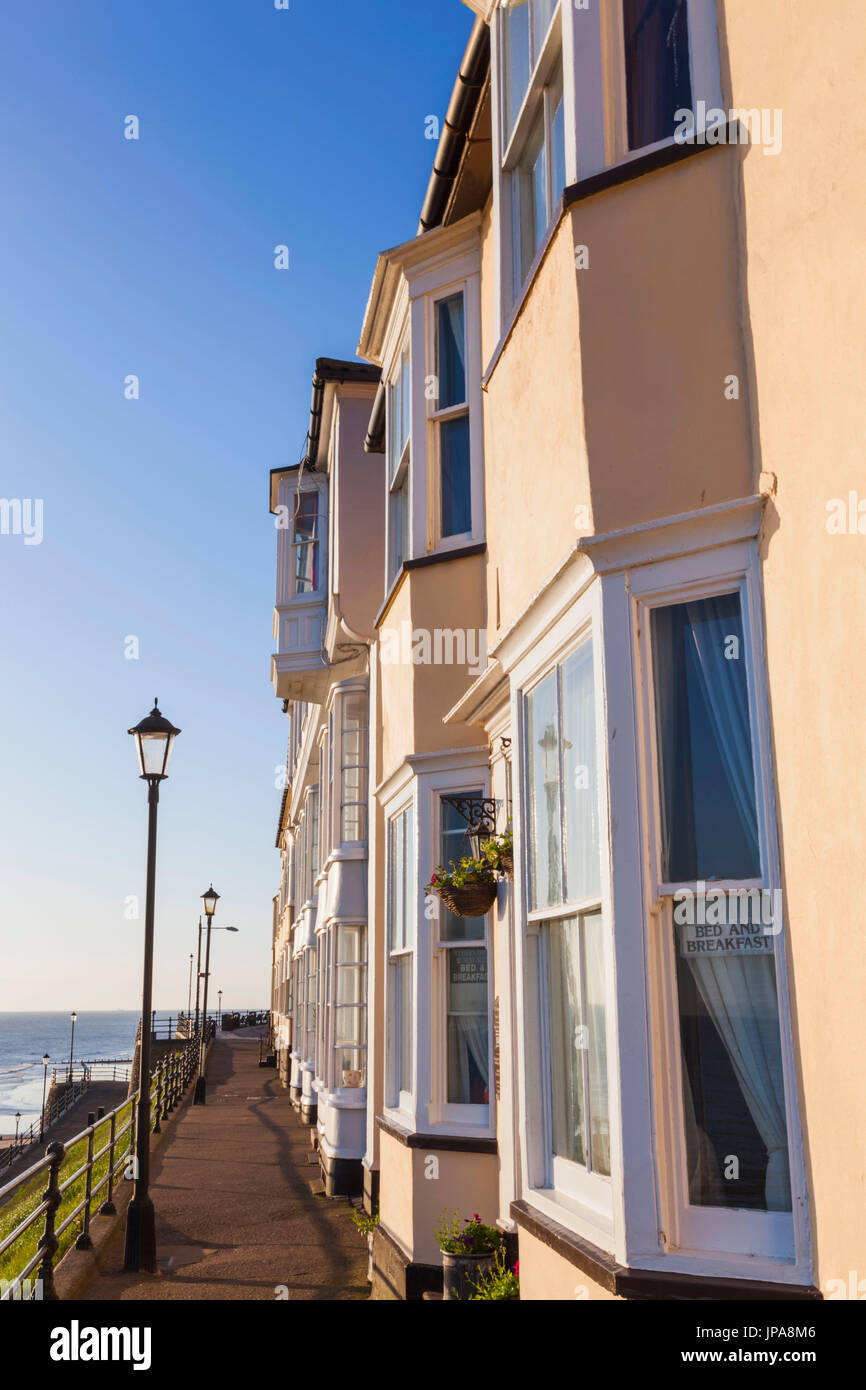 Seafront housing stock photos seafront housing stock for Seafront homes