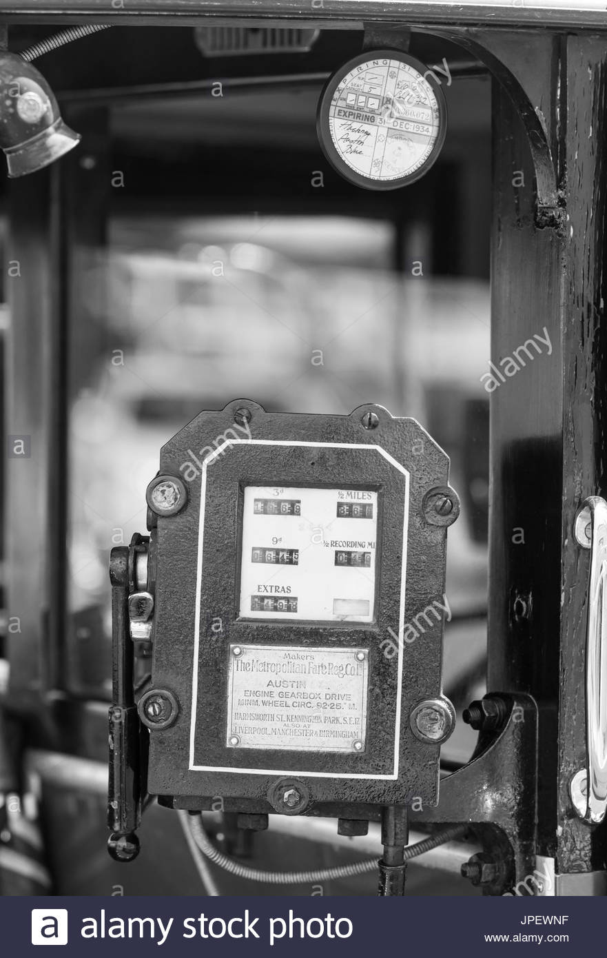 vintage-taximeter-from-1930s-made-by-the-metropolitan-fare-reg-company-JPEWNF.jpg