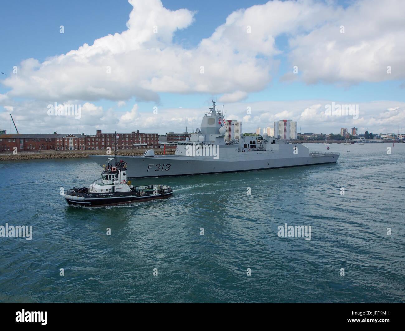 portsmouth-hampshire-uk-01st-aug-2017-the-norwegian-ship-hnoms-helge-JPFKMH.jpg