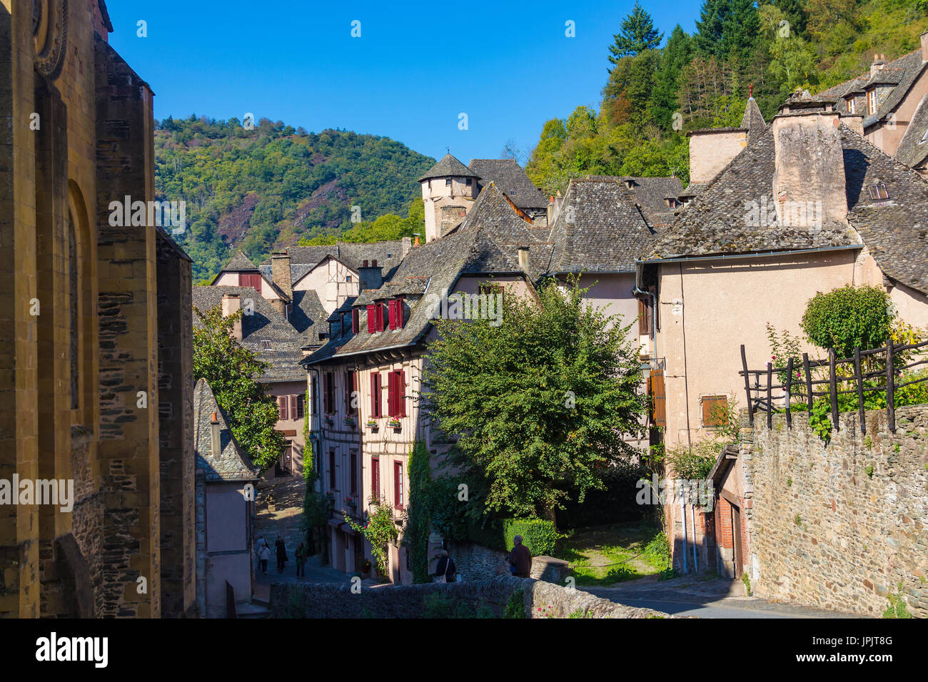 how to get to conques france