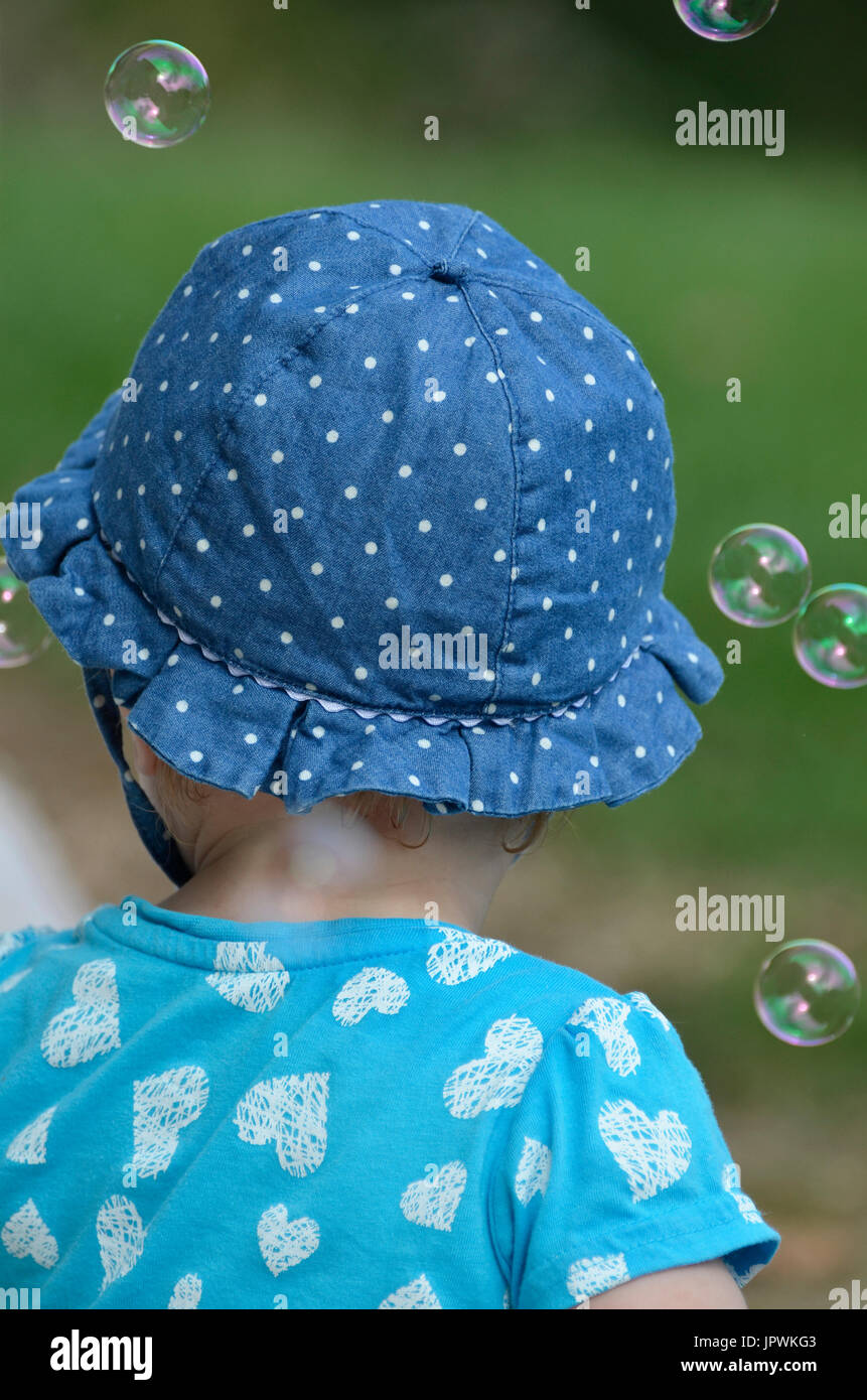 child with bubbles from hehind, - Stock Image