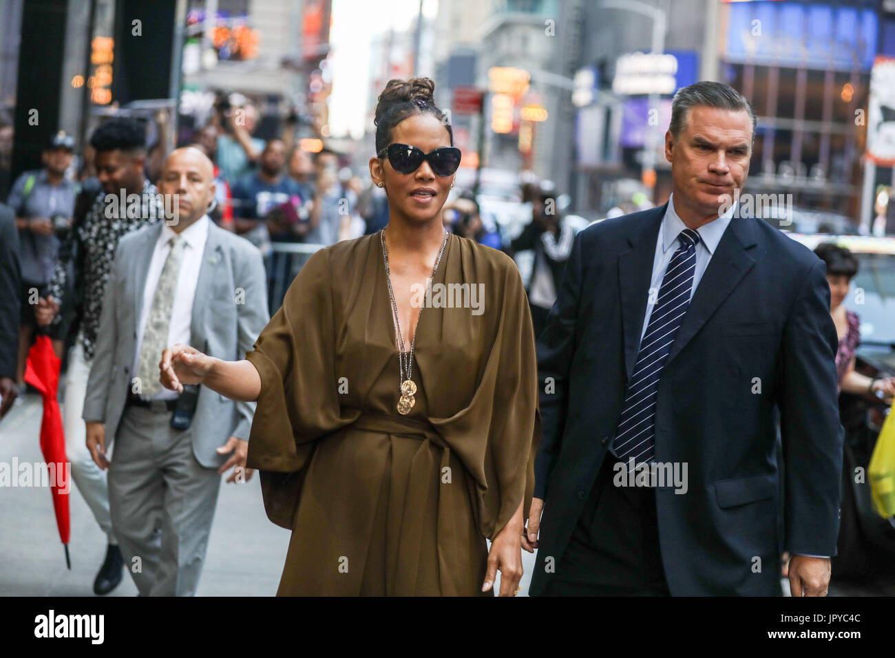 New York, USA. 3rd Aug, 2017. American actress Halle Berry is seen arriving on a television program in the Times Stock Photo