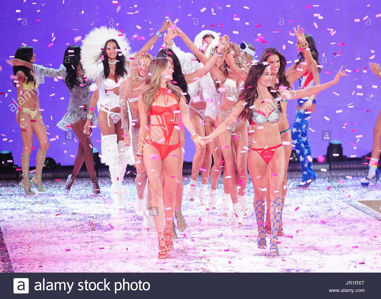 Victoria S Secret Fashion Show Transmission