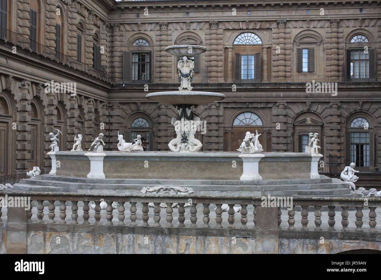 Fountain In Italian Garden Ornamental Stock Photos