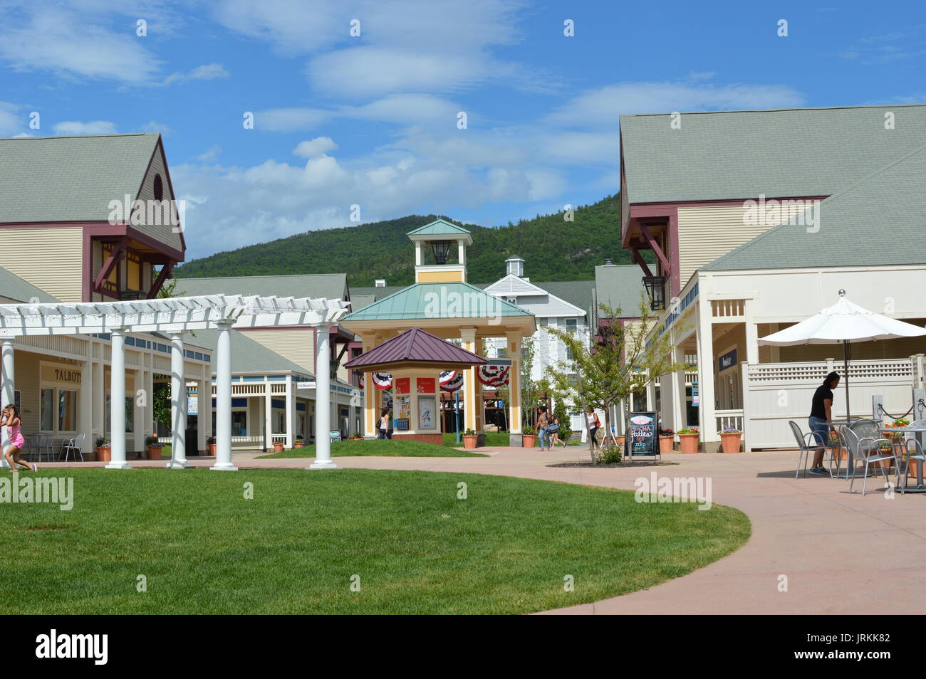 Sep 23,  · Before we came to North Conway, we heard so much about it being a tax free state and how you could get bargains from Settlers Green. To be honest, I found it more expensive than in England. The stuff on sale wasn't worth buying.4/4().