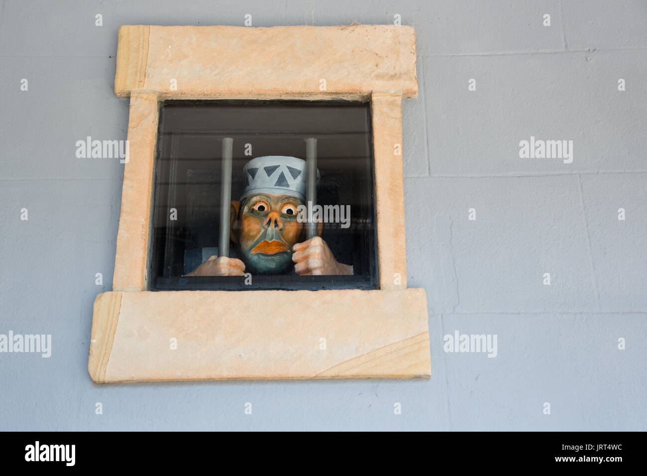street-art-of-a-comical-prisoner-on-the-