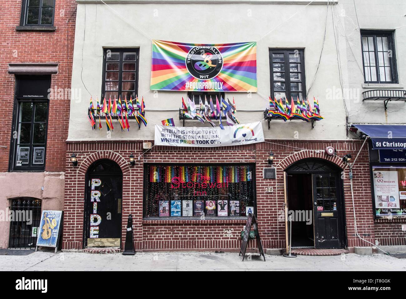 New York City, New York, USA. 6th Aug, 2017. Corner of Stonewall Place, near the Stonewall Inn, where riots took - Stock Image