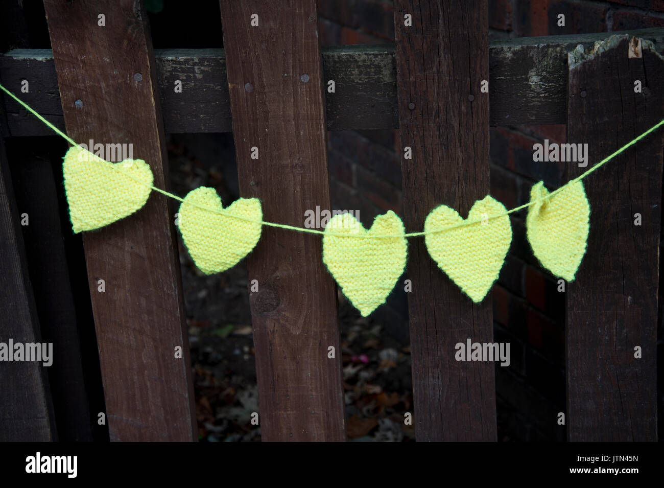 Grenfell Tower, West London. Aftermath of the tragedy. Yellow crocheted hearts to honour the missing - Stock Image