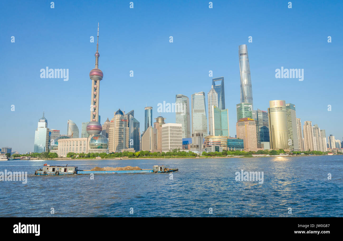 looking-across-the-huangpu-river-from-the-bund-at-the-lujiazui-financial-JW0G87.jpg