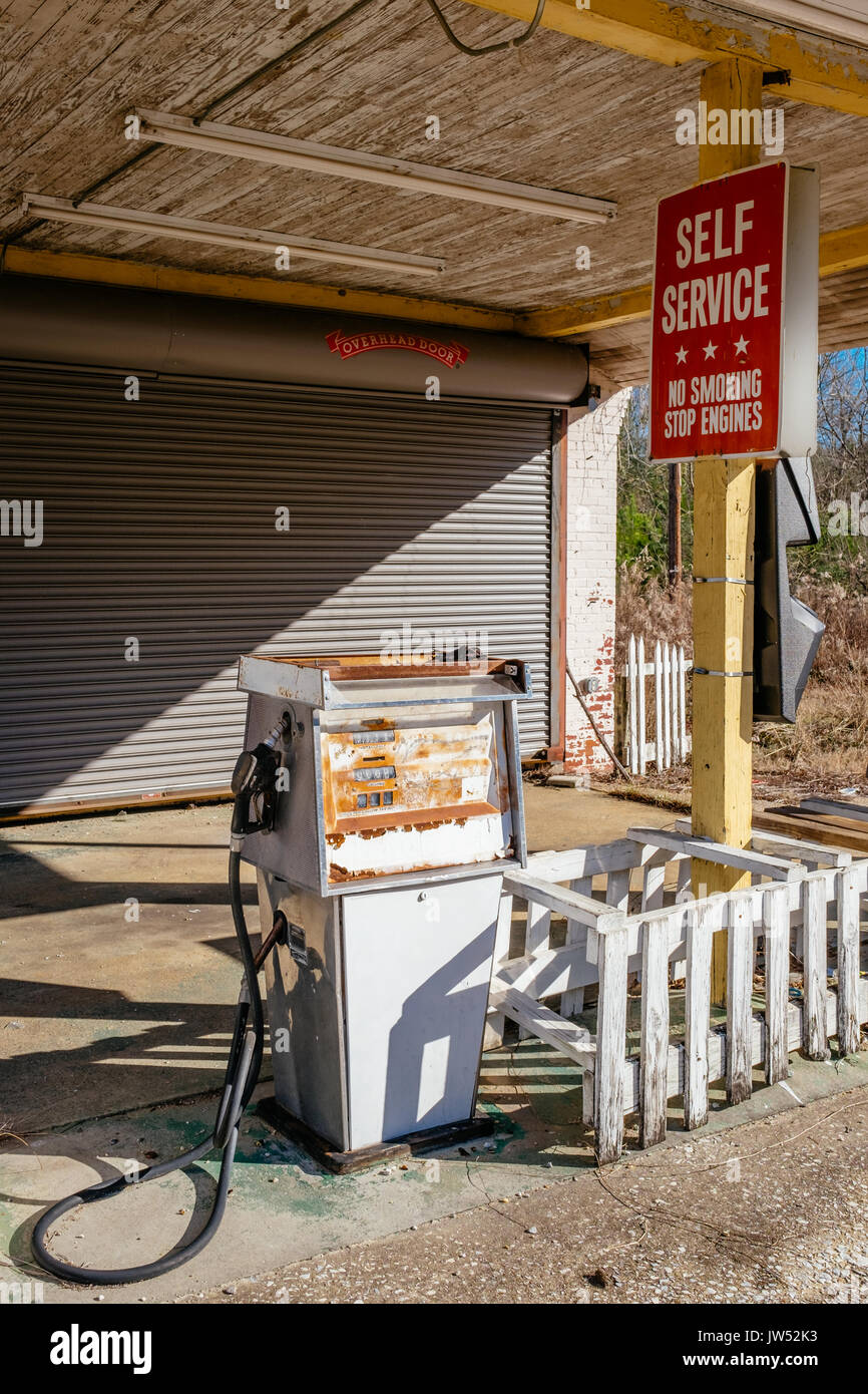 Old rusting gas pump at an abandoned gas station in rural Alabama, United States. - Stock Image