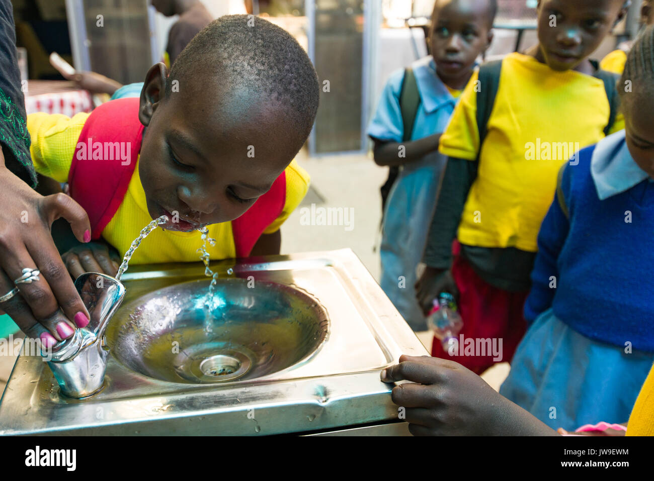 young-school-children-from-kibera-drinki