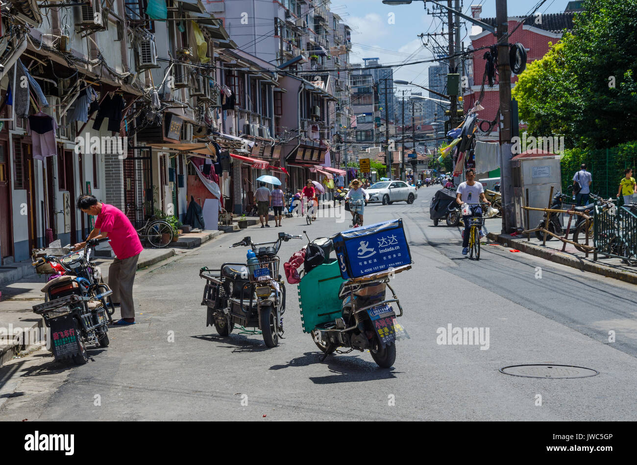 a-couple-of-electric-scooters-are-parked-in-the-middle-of-the-road-JWC5GP.jpg