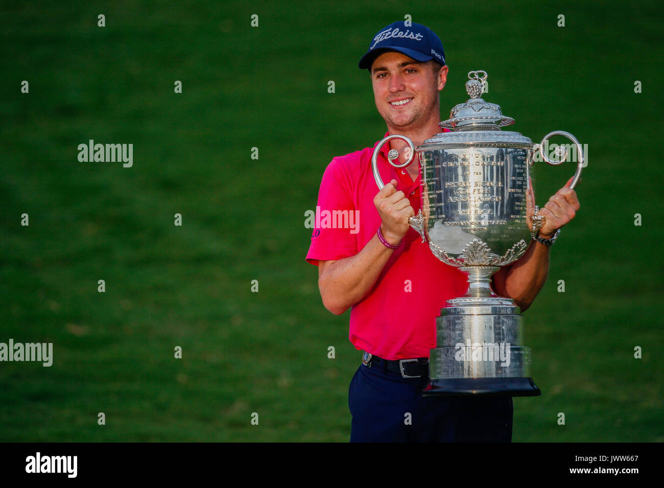 Charlotte, North Carolina, USA. 13th Aug, 2017. Justin Thomas hosts the Wannamaker Trophy on the 18th green to finish - Stock Image