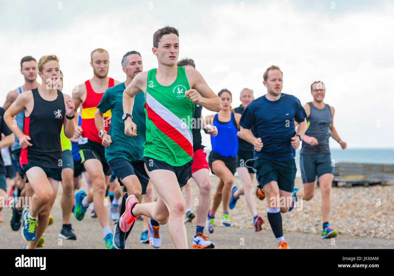 runners-on-the-weekly-vitality-parkrun-event-in-worthing-west-sussex-JX30AM.jpg