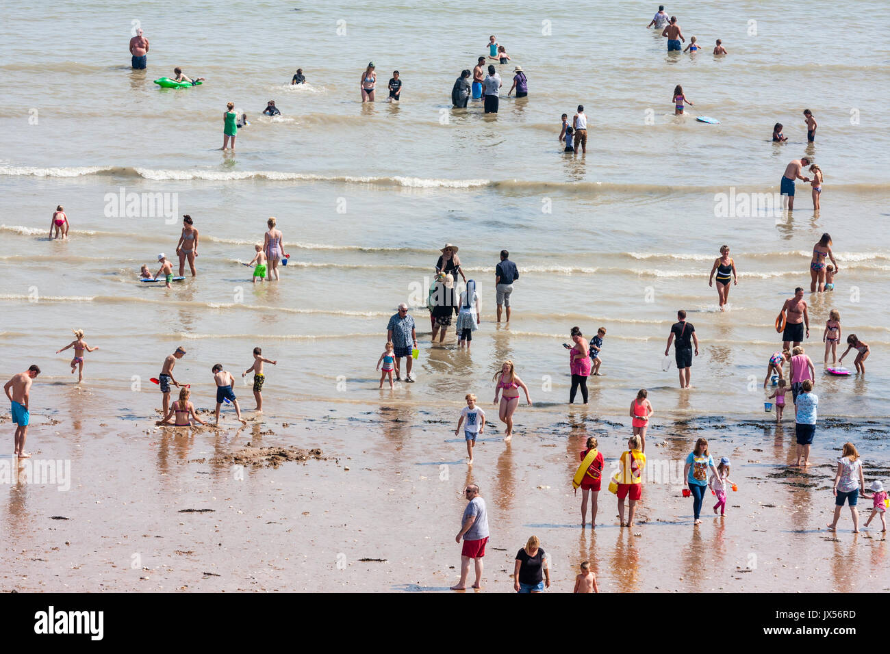 Broadstairs, Kent, England, 14th August 2017. High temperatures and a day of nothing but sunshine saw for the second - Stock Image