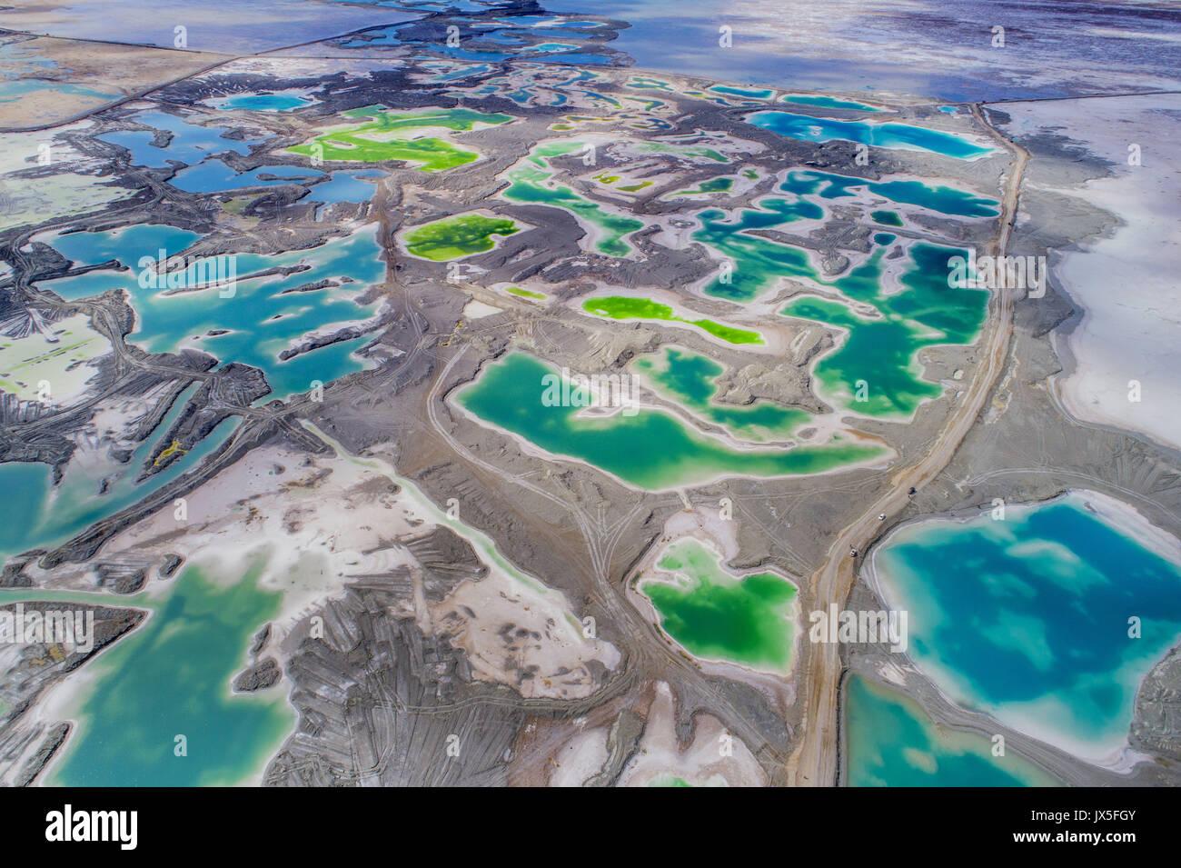 Qinghai, Qinghai, China. 15th Aug, 2017. The Emerald Lake is the salt lake located in northwest China's Qinghai - Stock Image