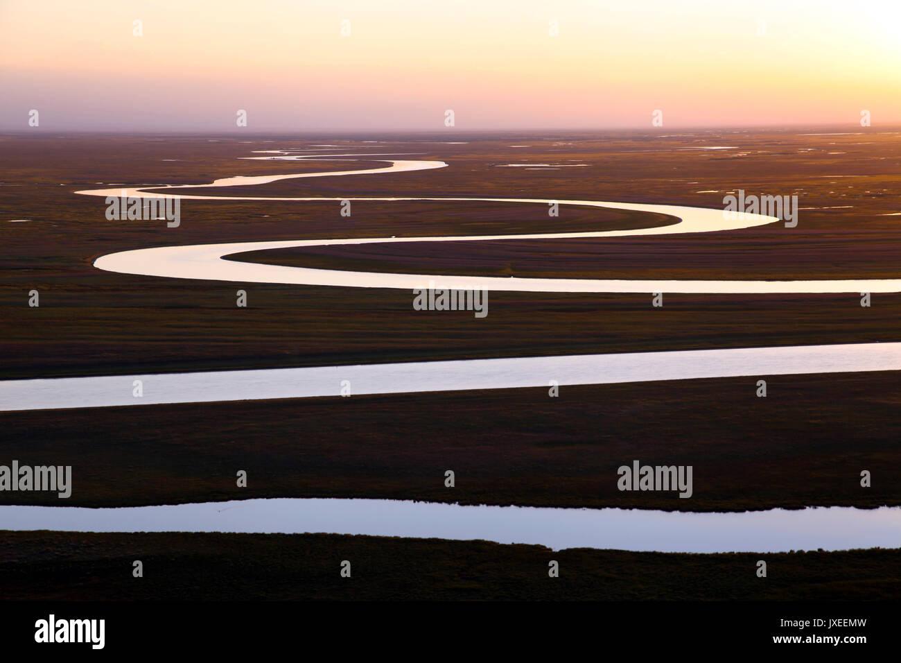 Xinjiang, China. 15th Aug, 2017. Xinjiang, Winding river across the Bayinbuluke Alpine Grassland in northwest China's - Stock Image