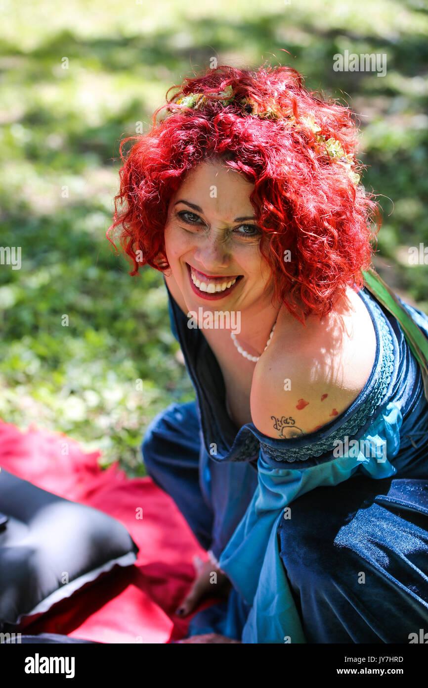 Beautiful smiling bride - Stock Image