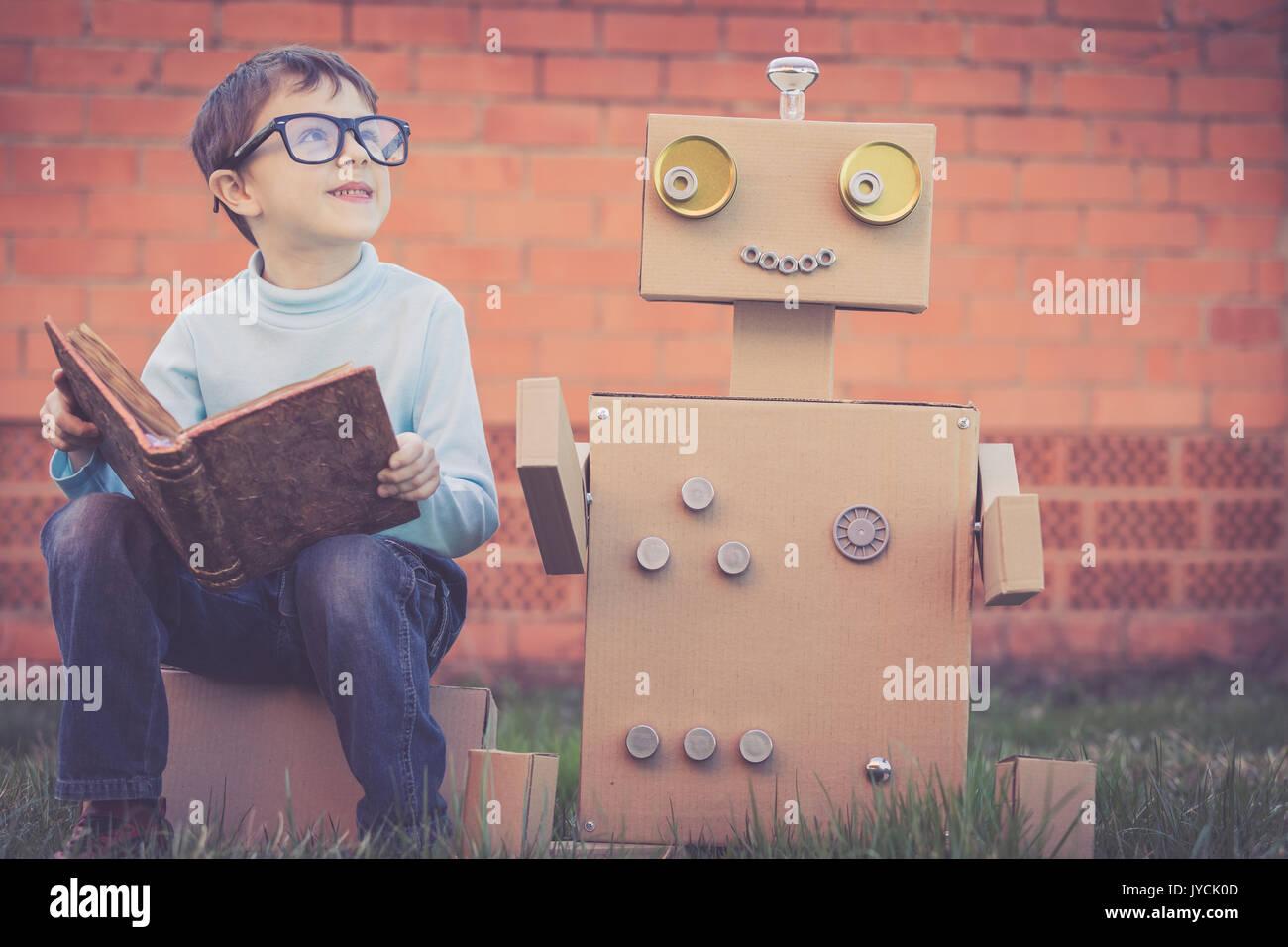 bo cardboard robot reading - photo #8