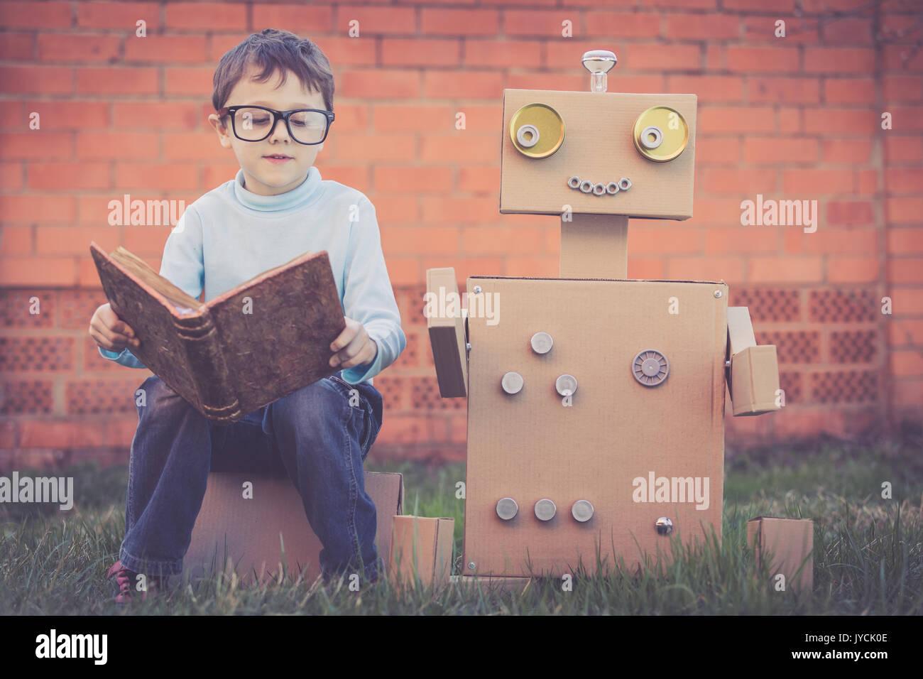 bo cardboard robot reading - photo #14