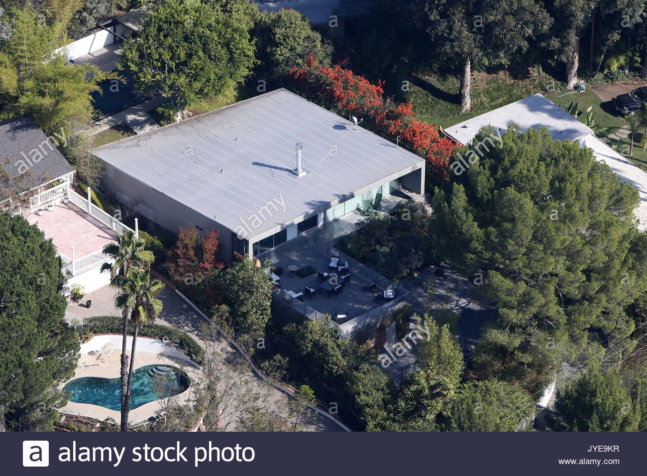 zac efron aerial views of zac efron 39 s home in the. Black Bedroom Furniture Sets. Home Design Ideas