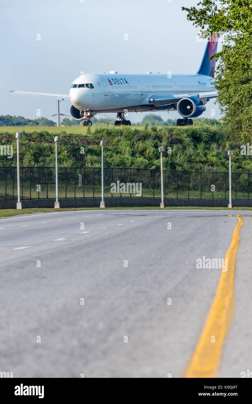 Delta Airlines Jet Stock Photos Amp Delta Airlines Jet Stock Images Alamy