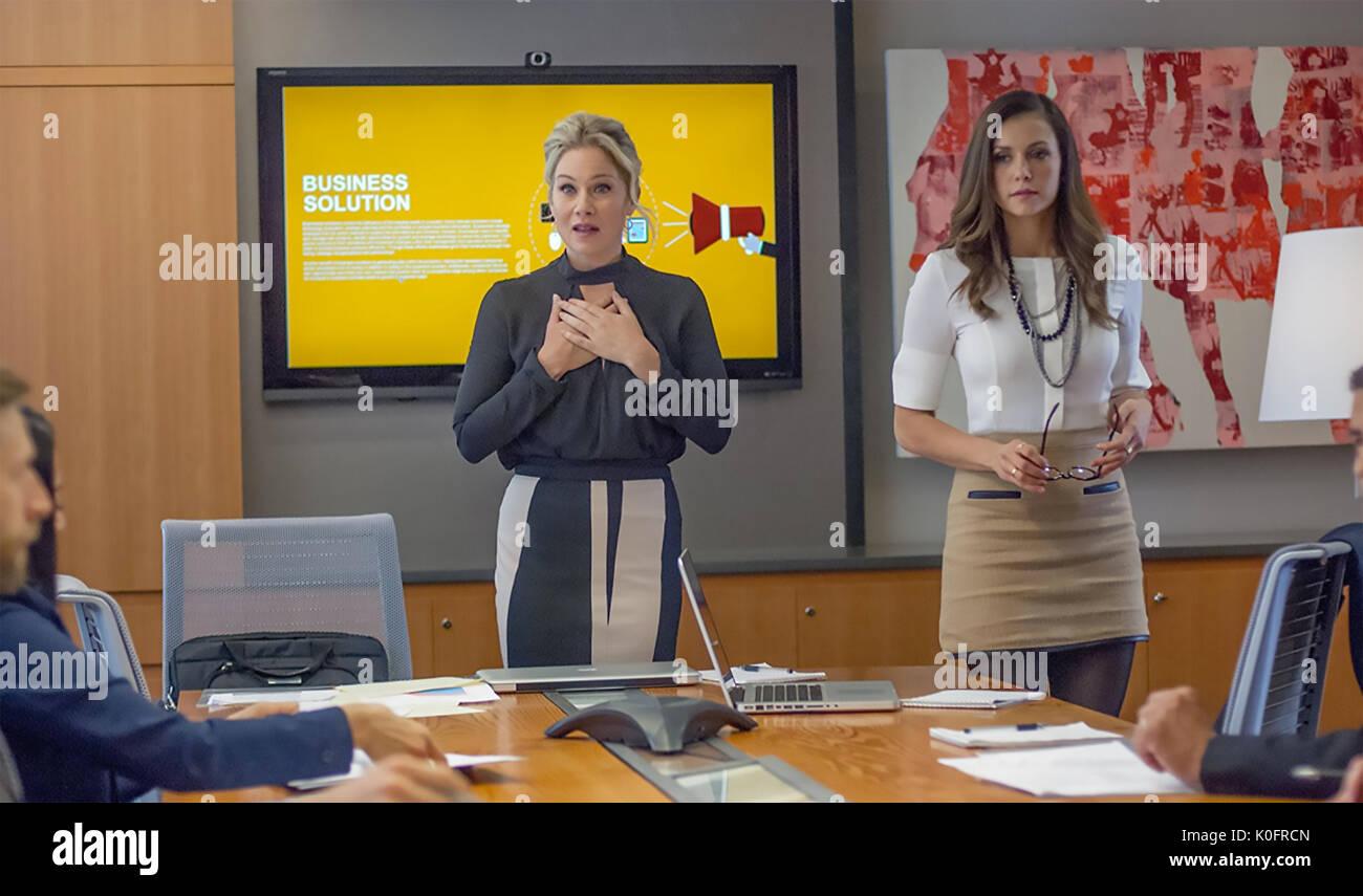 CRASH PAD 2017 Indomitable Entertainment film with Nina Dobrev at right and Christina Applegate - Stock Image