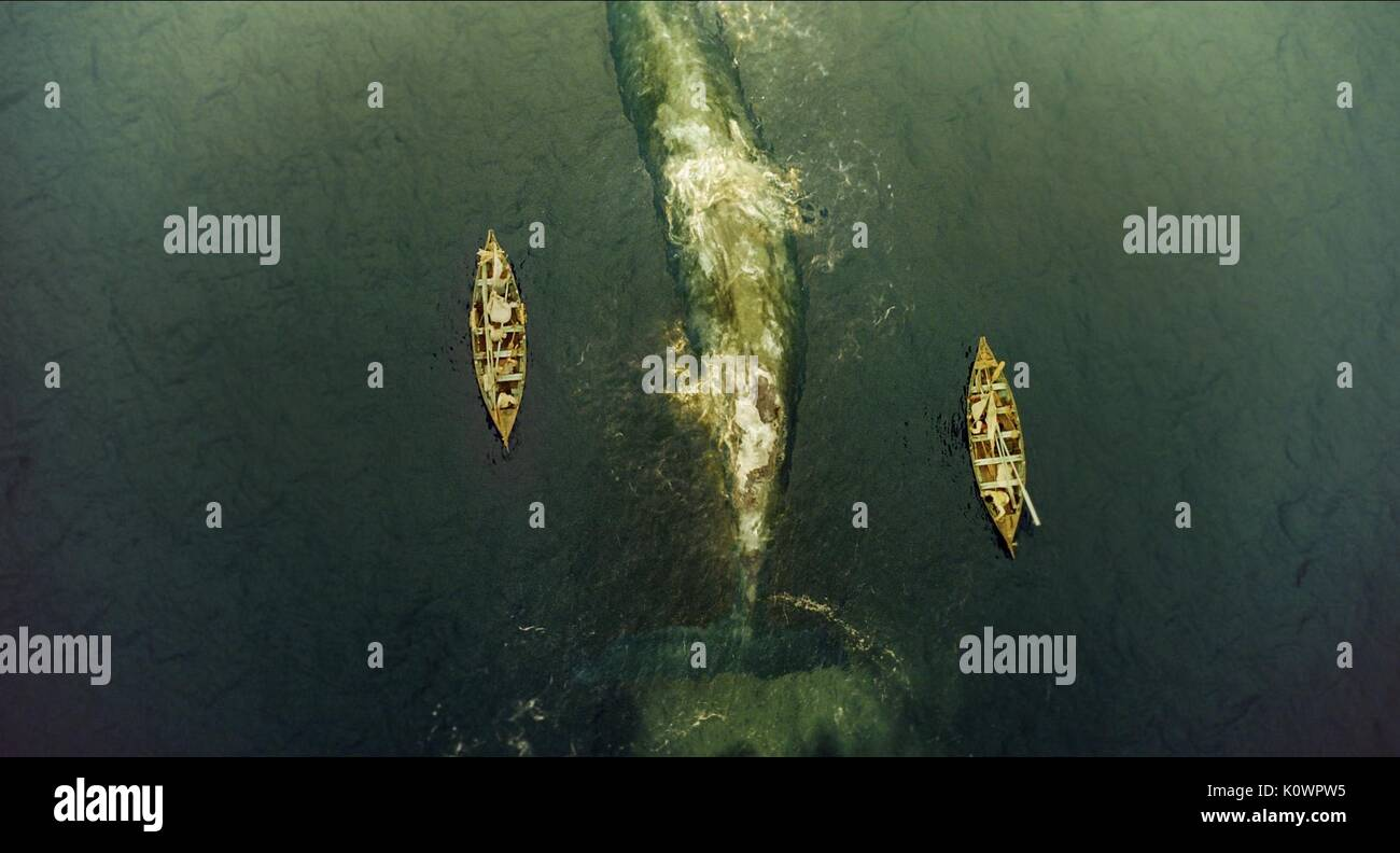 ROWING BOATS FLANK WHALE IN THE HEART OF THE SEA (2015) - Stock Image