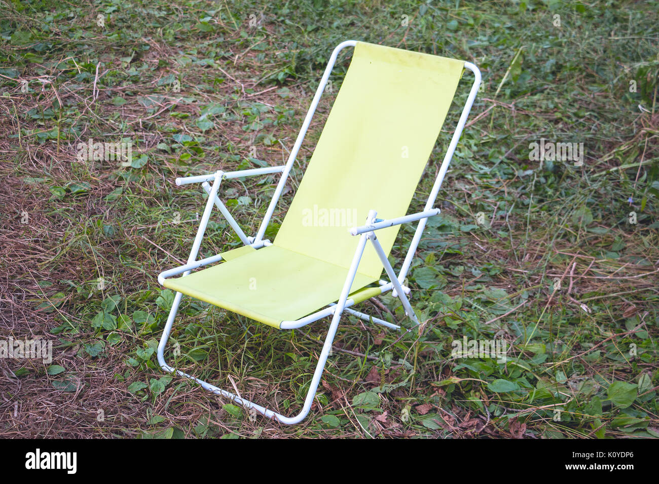 Yellow deck chair stock photos yellow deck chair stock for Ariel chaise lounge